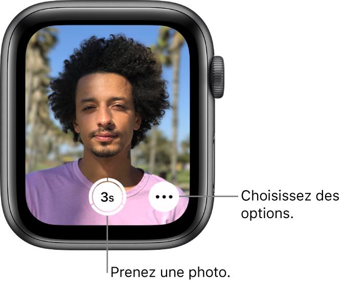 Lorsque la montre sert de télécommande pour l'appareil photo, le viseur de l'iPhone est affiché sur l'AppleWatch. Le bouton «Prendre une photo» se trouve en bas au centre, avec le bouton «Plus d'options» à sa droite. Si vous avez pris une photo, le bouton de viseur se trouve dans le coin inférieur gauche.
