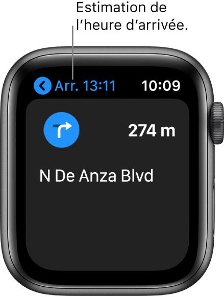 L'app Plans indiquant l'heure d'arrivée estimée en haut à gauche, le nom de la rue après le prochain virage et la distance avant ce virage.