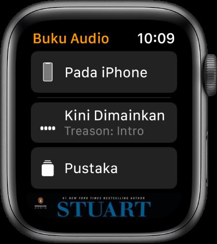 Apple Watch menunjukkan skrin Buku Audio dengan butang Pada iPhone di bahagian atas, butang Kini Dimainkan dan Pustaka di bawah dan sebahagian karya seni kulit buku audio di bahagian bawah.