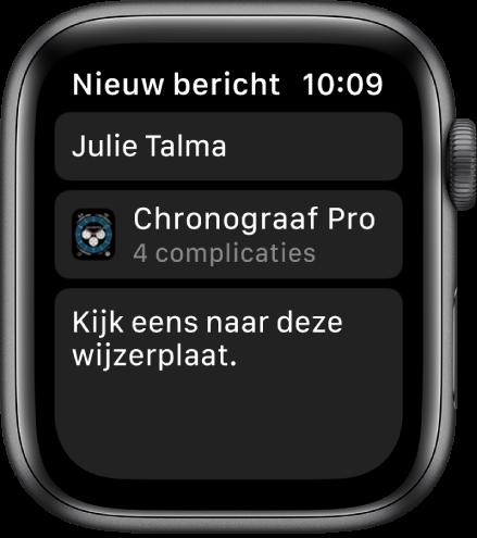 """Het AppleWatch-scherm met een wijzerplaat en een bericht, met bovenin de naam van de ontvanger, eronder de naam van de wijzerplaat en daaronder het bericht """"Kijk eens naar deze wijzerplaat""""."""