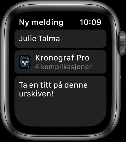 Apple Watch-skjermen som viser en delingsmelding på urskiven med mottakerens navn øverst, navnet på urskiven under, og under der igjen en melding som sier «Ta en titt på denne urskiven!».