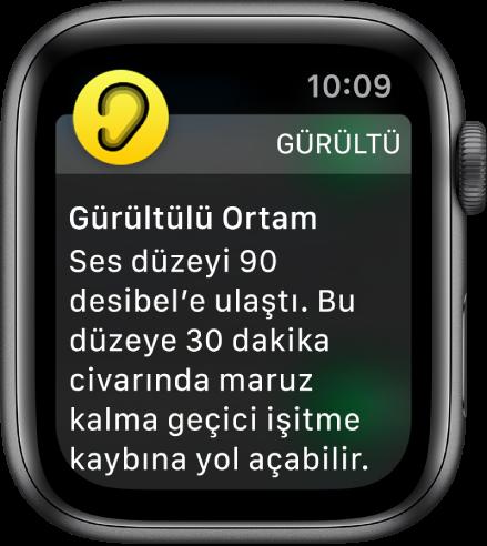 Ekranında Gürültü bildirimi gösteren Apple Watch. Bildirimle ilişkili uygulamanın simgesi sol üstte görünür. Uygulamada açmak için bu simgeye dokunabilirsiniz.