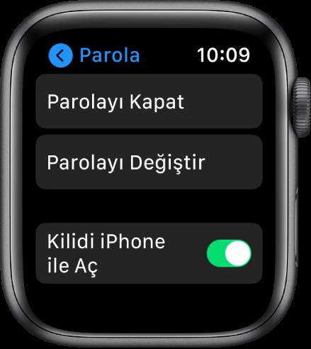 En üstte Parolayı Kapat düğmesi, onun altında Parolayı Değiştir düğmesi ve en altta Kilidi iPhone ile Aç anahtarı gösterilen Apple Watch'taki parola ayarları.