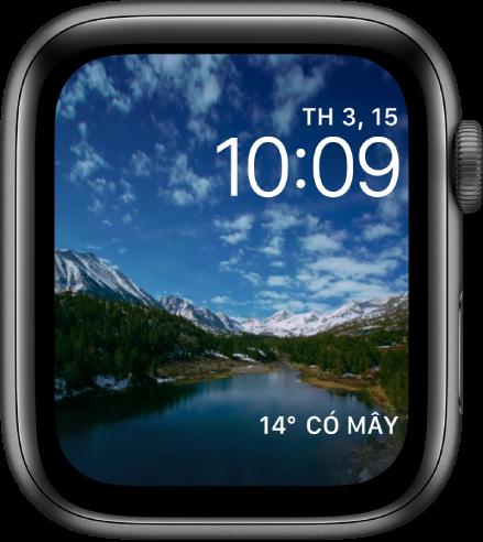 Mặt đồng hồ Tua nhanh thời gian hiển thị video tua nhanh thời gian về một bối cảnh. Ở dưới cùng là tổ hợp Thời tiết.