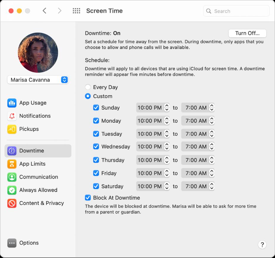"""Bereich """"Auszeit"""" für die Bildschirmzeit mit aktivierter Option """"Auszeit"""". Ein angepasster Auszeit-Zeitplan für jeden Tag der Woche wird festgelegt."""