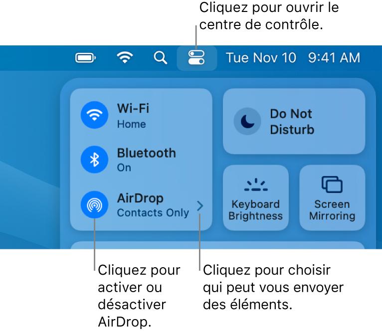 Une fenêtre du Centre de contrôle affichant les commandes qui permettent d'activer ou de désactiver AirDrop, et de choisir les personnes autorisées à vous envoyer des éléments.