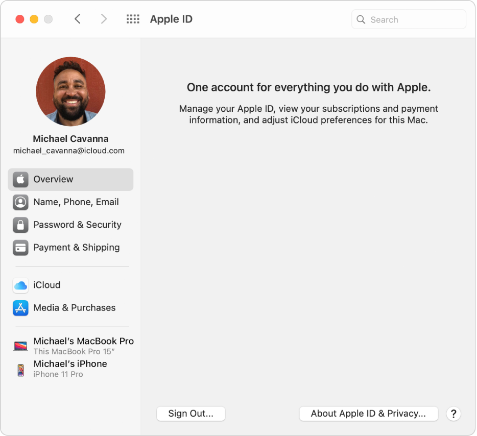 「Apple ID」環境設定。使用できるさまざまなアカウントオプションのサイドバーと、既存のアカウントの「概要」環境設定が表示されています。