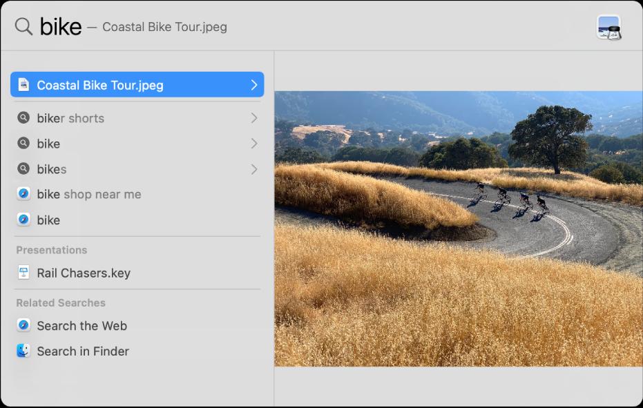 Okno Spotlight pokazujące szukany tekst wpolu wyszukiwania na górze okna. Poniżej po lewej widoczne są wyniki wyszukiwania. Po prawej wyświetlany jest podgląd najcelniejszego trafienia.