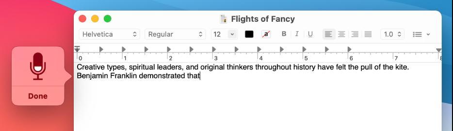Fereastra de feedback alături de textul dictat dintr-un document TextEdit.