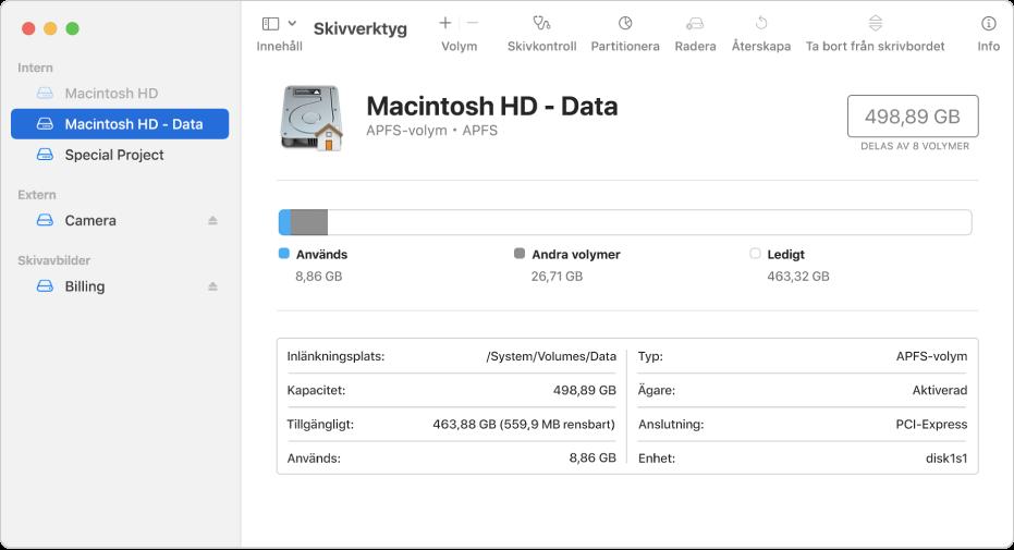 Skivverktyg-fönstret som visar en APFS-volym på en intern skiva, en volym på en extern skiva och en skivavbild.