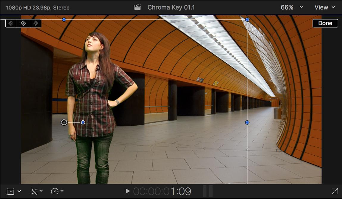 Der Viewer mit Bildelement im Vordergrundclip, dessen Größe geändert und das nach links bewegt wird