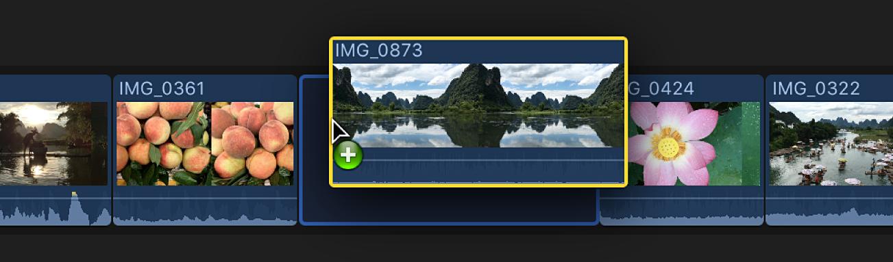 Arrastra de un clip a la línea de tiempo e inserción entre dos clips