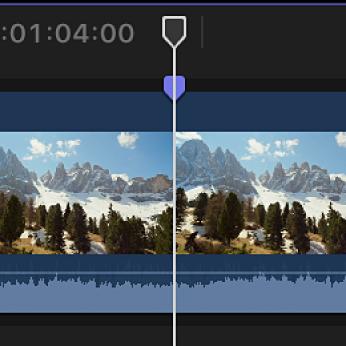 Marcador situado en la posición del cursor de reproducción en un clip en la línea de tiempo