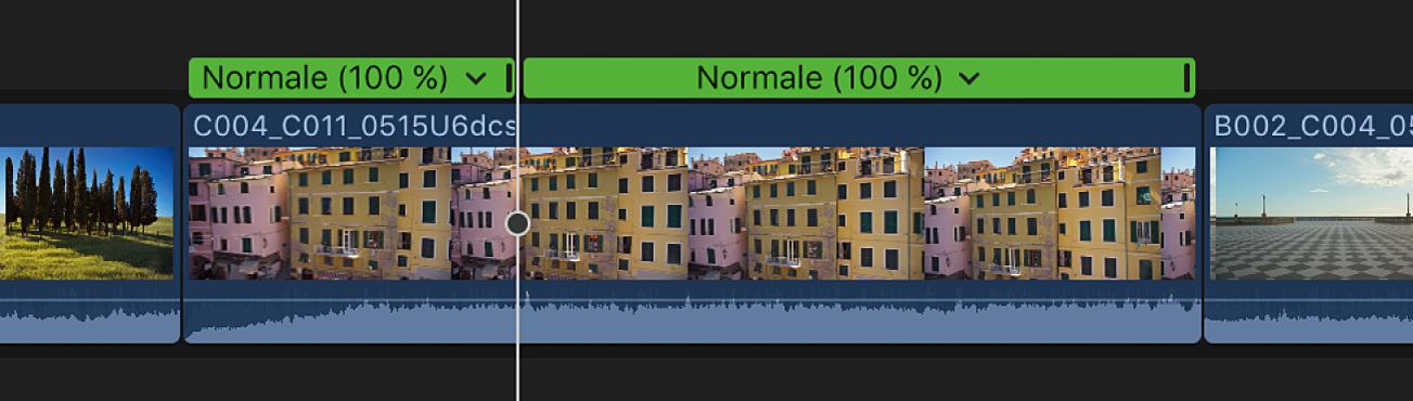 Timeline affichant un segment de vitesse divisé en deux segments de vitesse à l'endroit de la tête de lecture