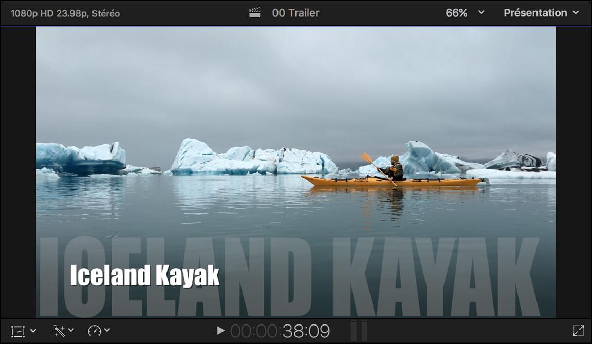 Visualiseur affichant une bande-annonce avec le texte du titre en bas de l'écran