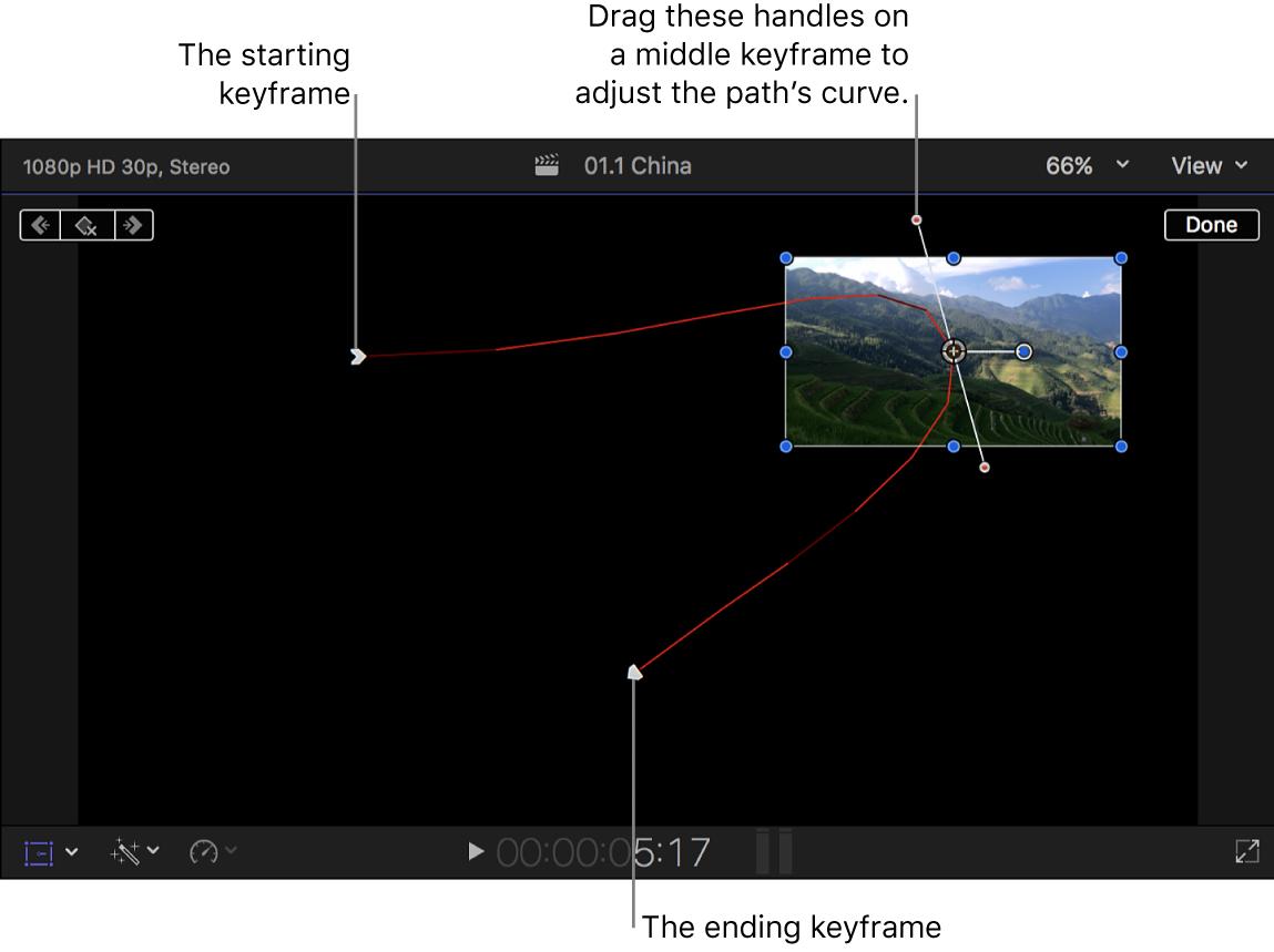 「変形」エフェクトが表示されているビューア。3つのキーフレームセットと、中央のキーフレームにパスのカーブを調整するためのカーブハンドル