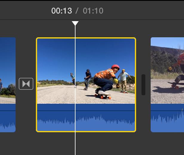 Clip seleccionat a la línia de temps, amb un contorn groc i el cursor de reproducció situat sobre el clip