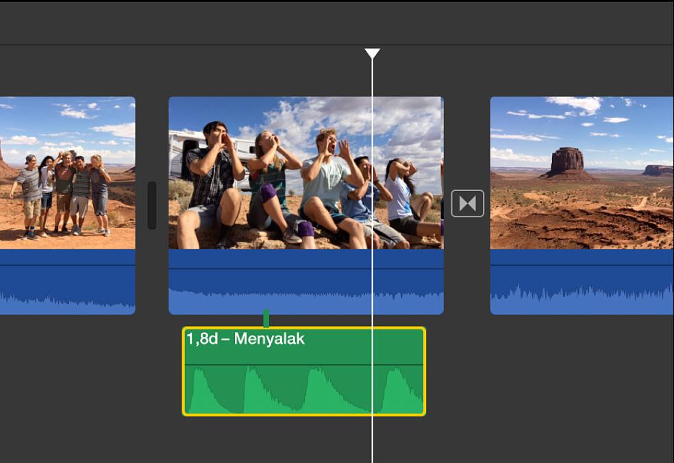 Garis waktu menampilkan volume diturunkan pada klip yang tidak dipilih