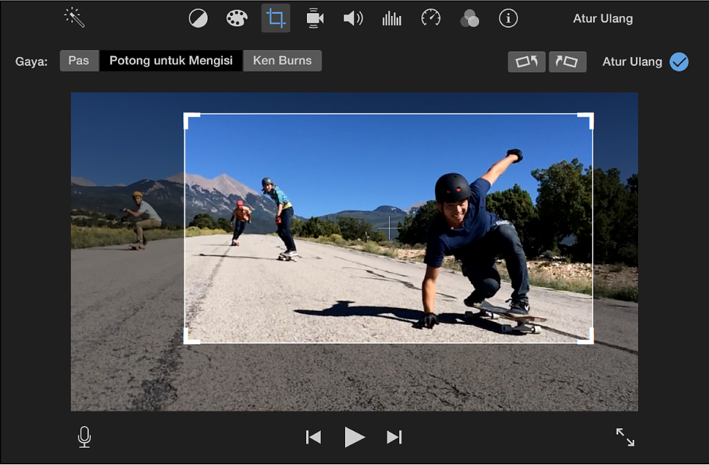 Penampil menampilkan bingkai yang dapat disesuaikan di bagian atas klip