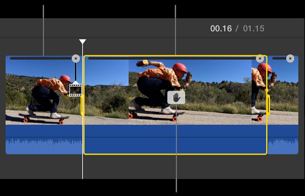 Klip bingkai beku disisipkan di posisi playhead pada garis waktu