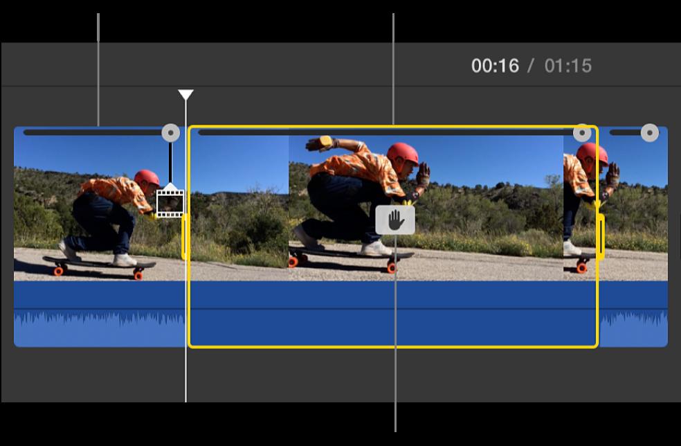Klip so zmrazenou snímkou vložený na pozícii prehrávacej hlavy na časovej osi