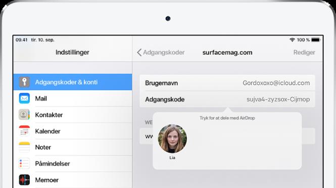 """Skærmen Adgangskoder til et websted. En knap under adgangskodefeltet viser et billede af Lia under anvisningen """"Tryk for at dele med AirDrop."""""""
