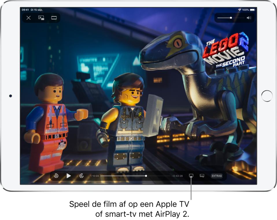 Een film die wordt afgespeeld op het iPad-scherm. Onder in het scherm zie je de afspeelregelaars, met rechtsonderin de knop voor synchrone weergave.