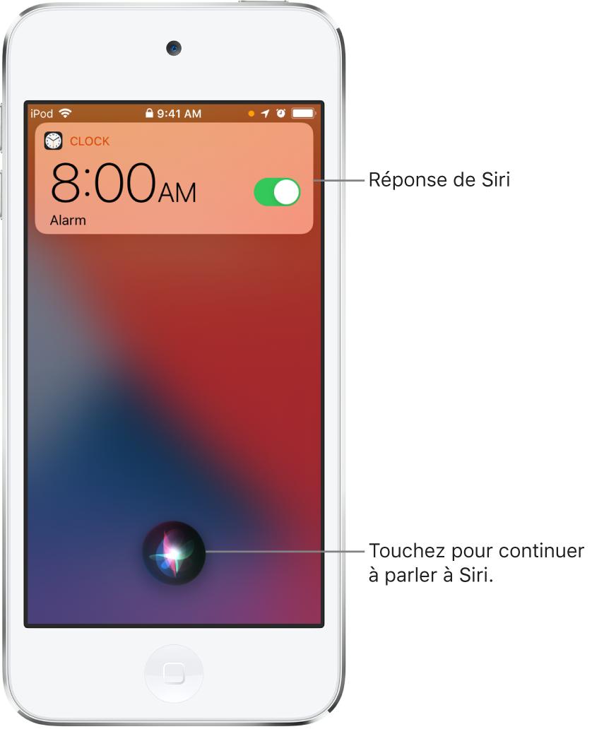 Siri sur l'écran verrouillé. Une notification de l'app Horloge indique qu'un réveil est activé pour 8h. Un bouton au centre en bas de l'écran permet de continuer à parler à Siri.