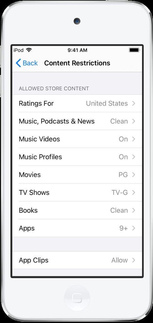 Het scherm 'Beperkingen voor materiaal' in Schermtijd. Een lijst met opties neemt het hele scherm in beslag en laat zien dat de beoordelingen zijn ingesteld voor de Verenigde Staten. Muziek, Podcasts en News zijn ingesteld op alle leeftijden, Films is ingesteld op PG (Ouderlijk toezicht aanbevolen), Tv-programma's is ingesteld op TV-G (Alle leeftijden), Boeken is ingesteld op Clean (Geen beperkingen) en Apps is ingesteld op ouder dan negen.