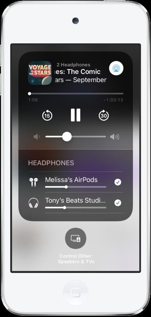 Het scherm van het bedieningspaneel waarop te zien is dat AirPods en een Beats-koptelefoon zijn verbonden.