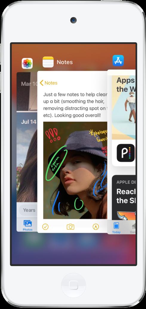 De appkiezer. Symbolen voor de geopende apps verschijnen bovenin en het actuele scherm van elke app verschijnt onder het appsymbool.