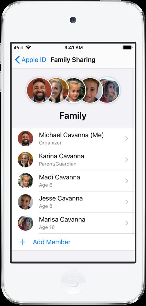Tela do Compartilhamento Familiar nos Ajustes. Cinco membros da família aparecem na lista e Adicionar Membro aparece na parte inferior da tela.