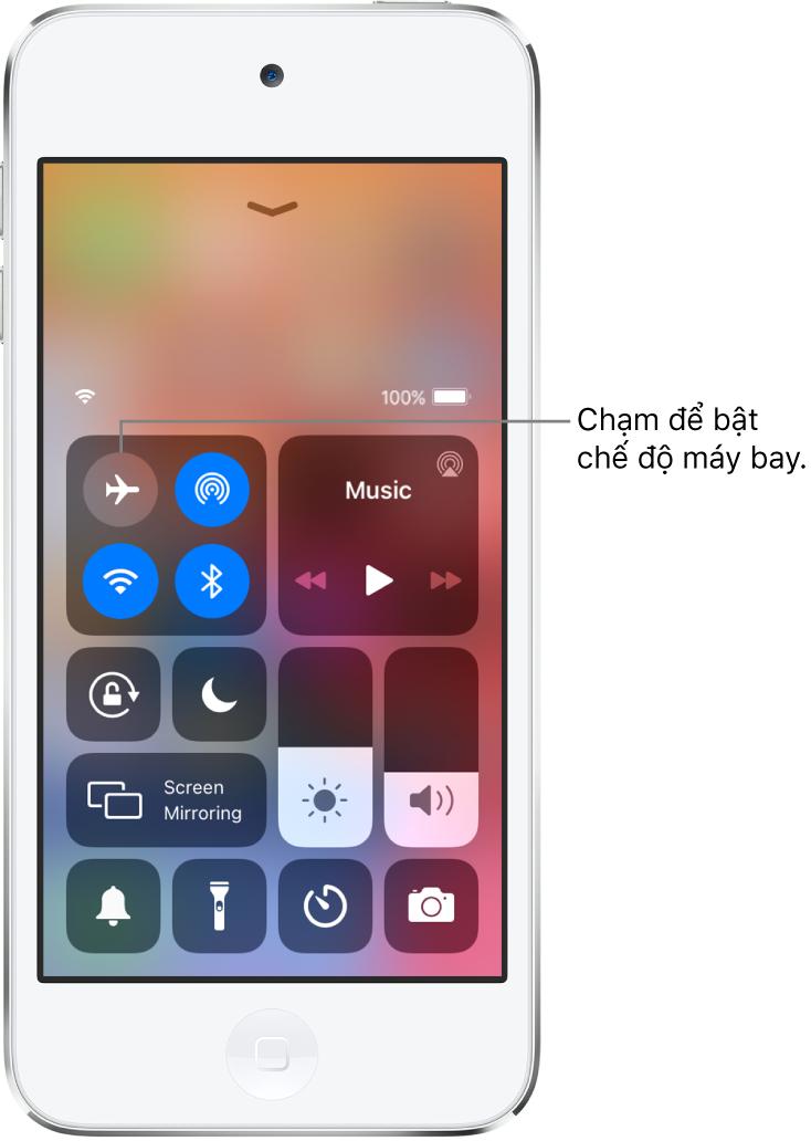 Một màn hình với Trung tâm điều khiển có một chú thích dang giải thích rằng chạm vào nút nguồn bên trái sẽ bật chế độ máy bay.