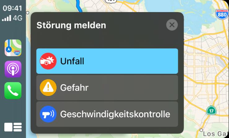 """CarPlay mit Symbolen für die Apps """"Karten"""", """"Podcasts"""" und """"Telefon"""" auf der linken und einer Karte der aktuellen Umgebung auf der rechten Seite, auf der Unfälle, Gefahrenstellen oder Geschwindigkeitskontrollen gemeldet werden."""