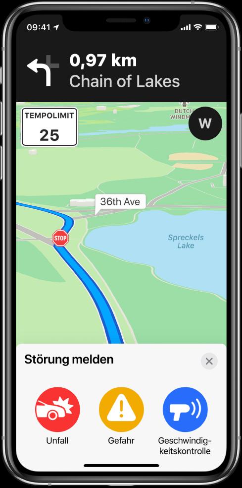 """Eine Landkarte, auf der unten eine Karte mit der Beschriftung """"Störung melden"""" zu sehen ist. Auf der Routenkarte befinden sich die Tasten """"Unfall"""", """"Gefahr"""" und """"Geschwindigkeitskontrolle""""."""