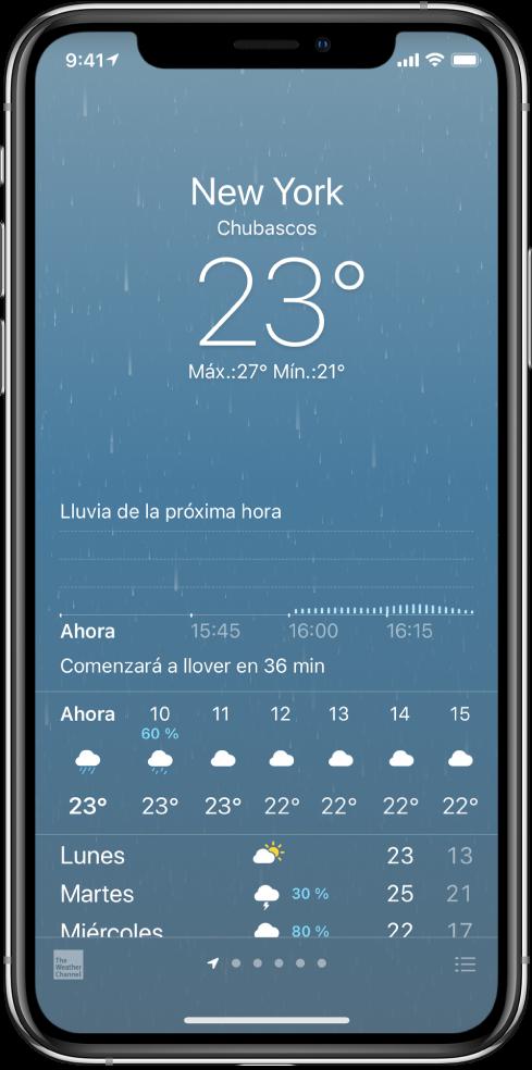 """La pantalla Clima mostrando de arriba a abajo: la ubicación, una advertencia climática extrema por tormenta eléctrica, la temperatura actual, las temperaturas máximas y mínimas del día, y una gráfica que muestra los niveles de precipitación de la próxima hora. En la parte inferior de la pantalla está el pronóstico por horas seguido de una fila de puntos que muestra cuántas ubicaciones hay en la lista. En la esquina inferior derecha está el botón """"Editar ciudades""""."""