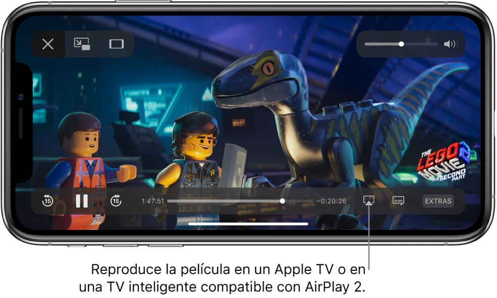"""Una película reproduciéndose en la pantalla de iPhone. En la parte inferior de la pantalla se encuentran los controles de reproducción, incluyendo el botón """"Duplicar pantalla"""" cerca de la parte inferior derecha."""