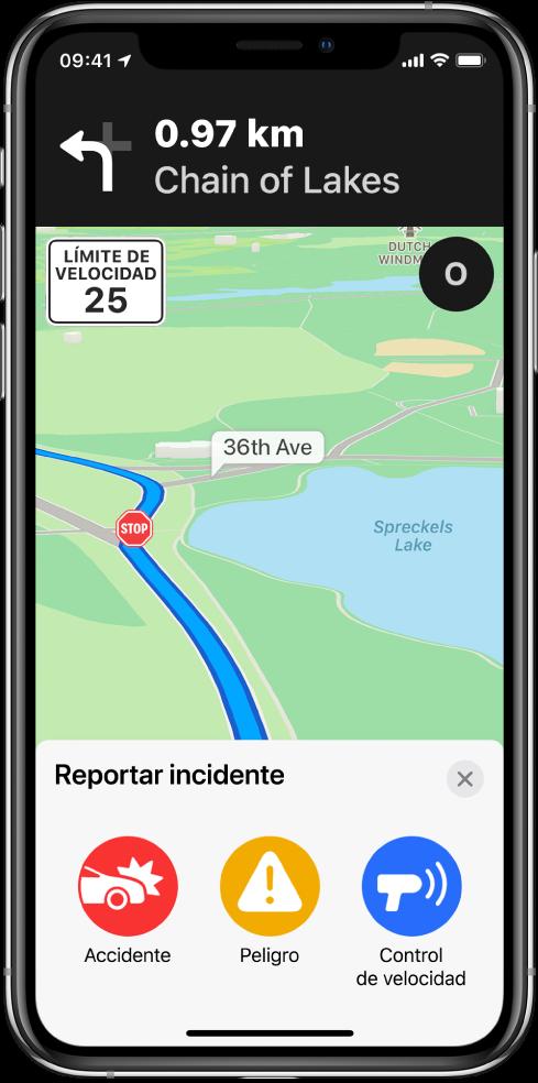 """Un mapa con una tarjeta con la etiqueta """"Reportar un incidente"""" en la parte inferior de la pantalla. La tarjeta de la ruta incluye los botones Accidente, Peligro y Control de velocidad."""