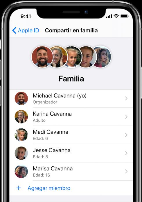 """La pantalla de """"Compartir en familia"""" en Configuración. Se muestran cinco miembros de la familia y el botón """"Agregar miembro"""" se encuentra en la parte inferior de la pantalla."""