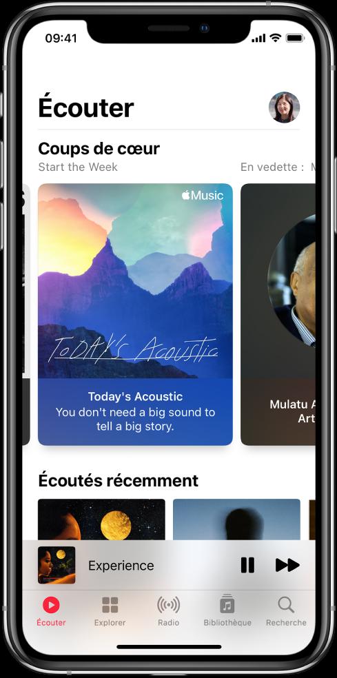 Écran Écouter montrant le bouton de profil en haut à droite. Des playlists «Sélectionné pour vous» s'affichent en dessous. Sous «Sélectionné pour vous» se trouve la section «Morceaux récents», avec deux albums.
