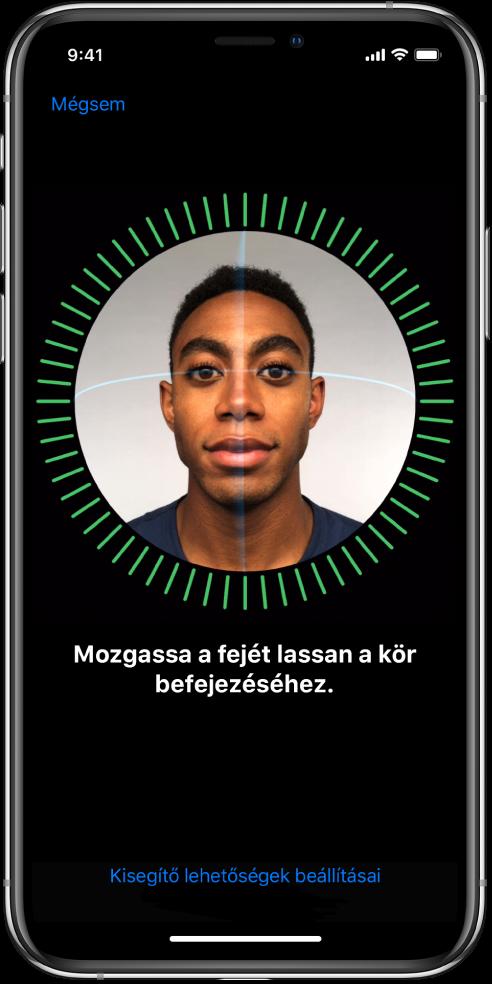 A Face ID-val történő felismerés beállítási képernyője. A képernyőn egy arc látható egy kör belsejében. Az alatta lévő szöveg azt kéri, hogy mozgassa lassan a fejét a kör bezárásához.