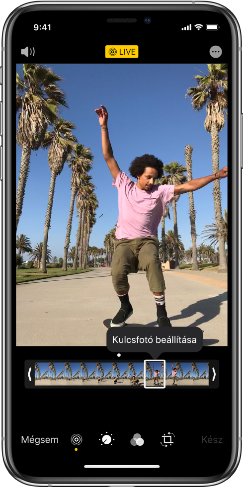 A Live Photo képernyő, középen egy Live Photóval. A képernyő tetejének közepén a Live gomb látható, a bal felső részen pedig a Hang gomb. A Live Photo alatt található a képkocka-nézegető, amelyen a Kulcsfotó beállítása gomb aktív. A képkocka-nézegető két oldalán két sáv található, amelyek lehetővé teszik a Live Photo vágását.
