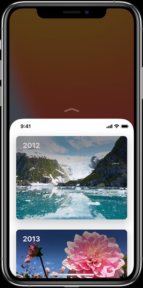 """""""iPhone"""" ekranas, kuriame įjungta funkcija """"Reachability"""". Viršutinė ekrano dalis nuleista žemiau, kad ją būtų galima lengvai pasiekti nykščiu."""