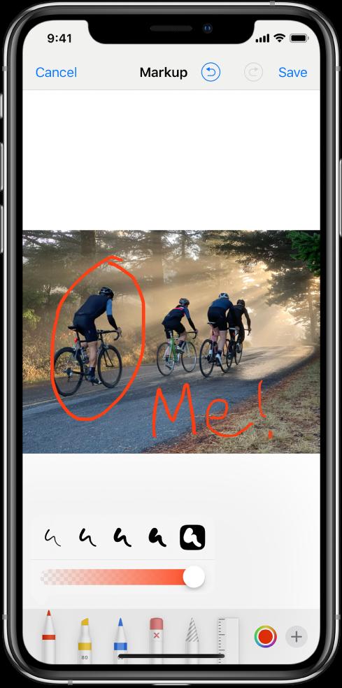 """Nuotrauka žymėjimo ekrane. Nuotrauka rodoma ekrano viduryje. Žemiau nuotraukos rodomi šie žymėjimo įrankiai: rašiklis, žymeklis, pieštukas, trintukas, lasas, spalvų išrinkiklis ir papildomų parinkčių mygtukas. Mygtukas """"Cancel"""" yra ekrano viršutiniame kairiajame kampe, o mygtukas """"Save"""" – viršutiniame dešiniajame kampe."""