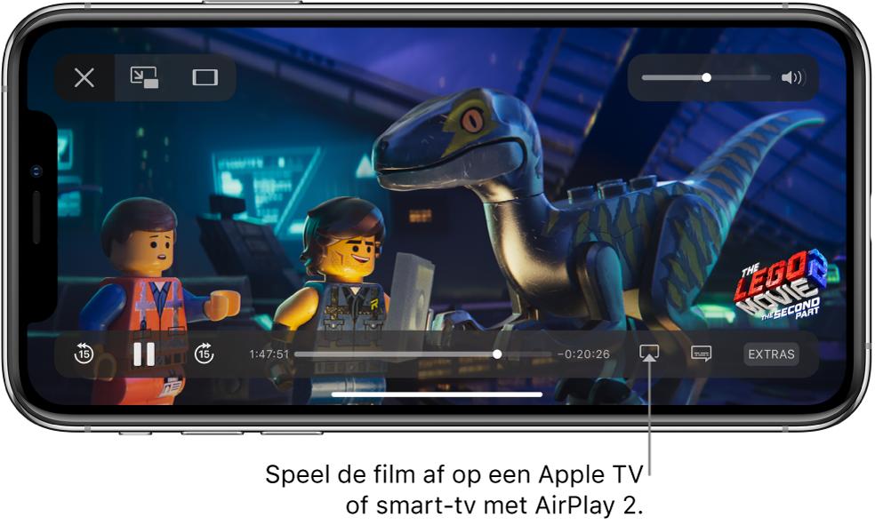 Een film die wordt afgespeeld op het iPhone-scherm. Onder in het scherm zie je de afspeelregelaars, met rechtsonderin de knop voor synchrone weergave.