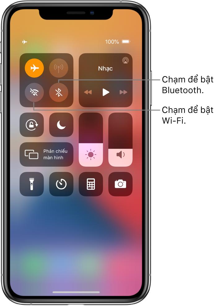 Trung tâm điều khiển với chế độ máy bay được bật. Các nút để bật Wi-Fi và Bluetooth ở gần góc phía trên bên trái của màn hình.