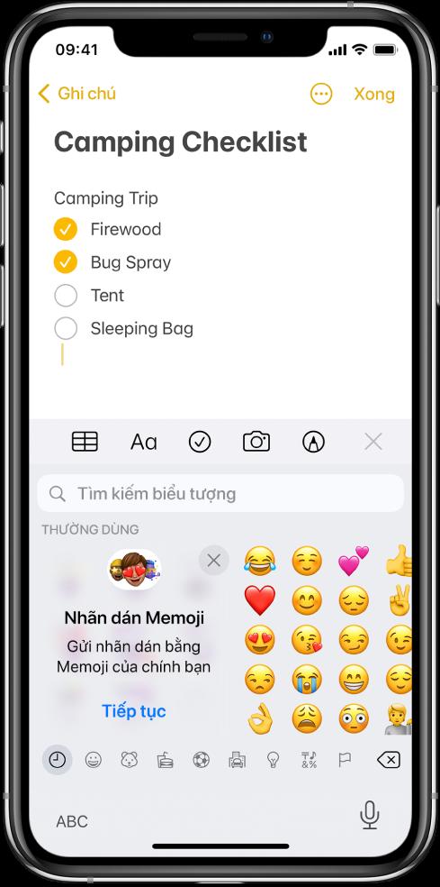Một ghi chú trong ứng dụng Ghi chú đang được sửa, với bàn phím biểu tượng được mở và trường Tìm kiếm biểu tượng ở trên cùng của bàn phím.