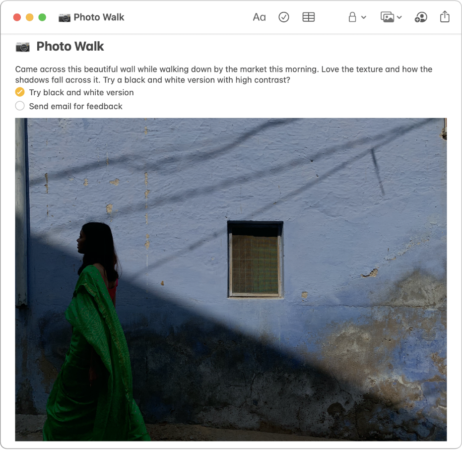 Eine Notiz mit einer Beschreibung eines Photo Walk, einer Checkliste der auszuführenden Arbeiten und dem Foto einer Frau, die an einer Wand vorbeigeht.