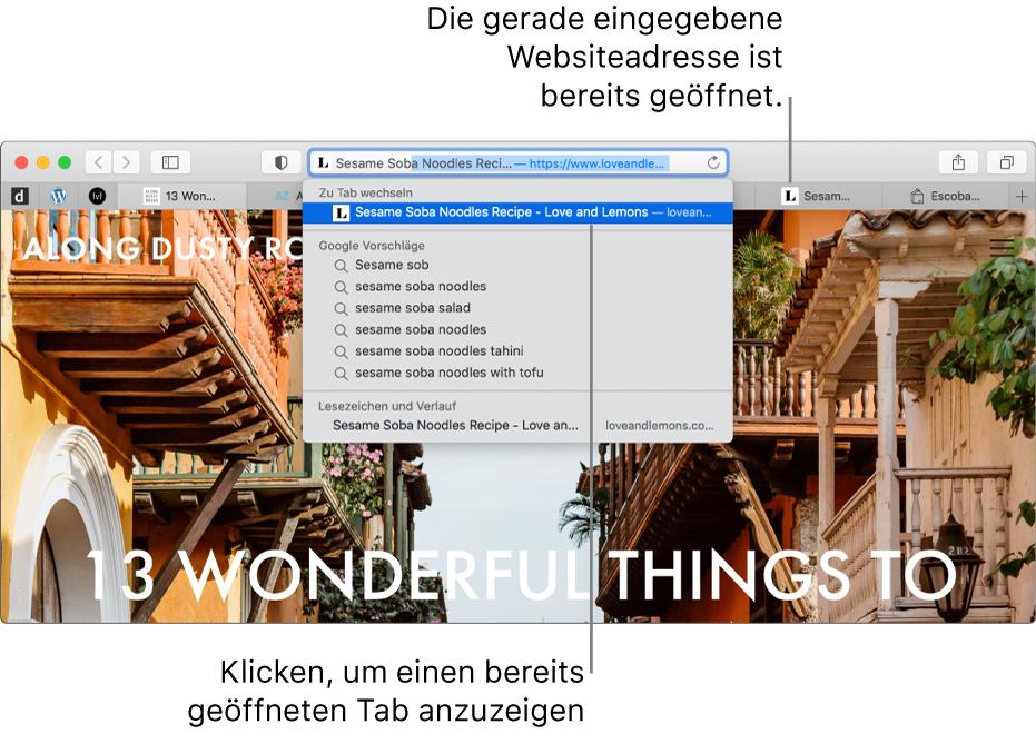 """Ein Safari-Fenster mit dem ersten Teil der Adresse einer Website im intelligenten Suchfeld. Dieselbe Website erscheint bei Auswahl von """"Zu Tab wechseln"""" in der Ergebnisliste, da sie bereits in einem anderen Tab geöffnet ist."""