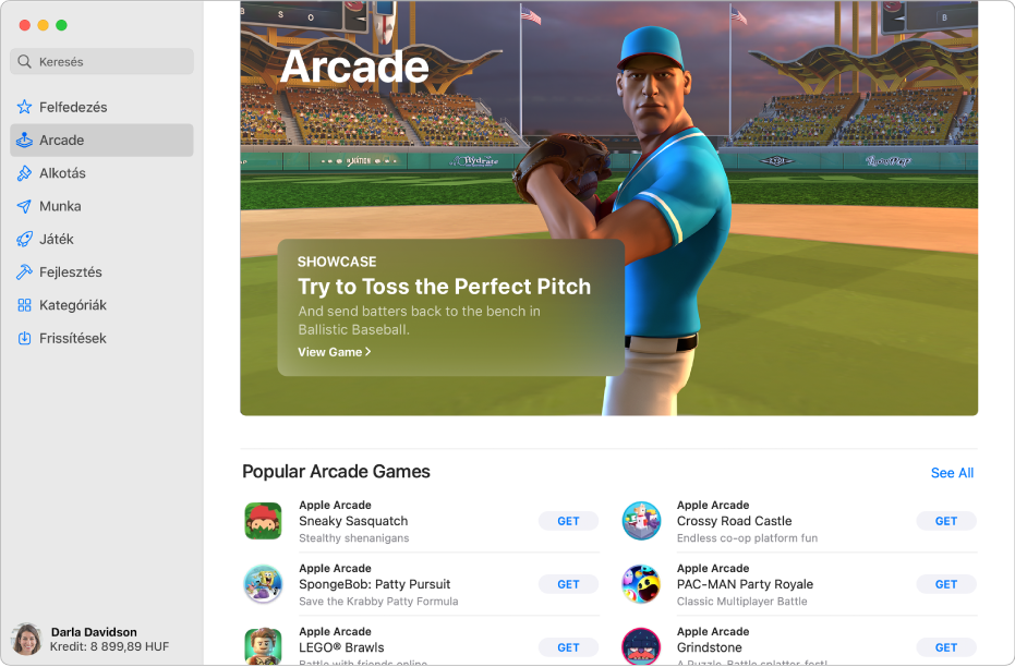 Az Apple Arcade kezdőlapja. A jobb oldali panelen egy népszerű játék látható, alatta pedig további elérhető játékok jelennek meg.